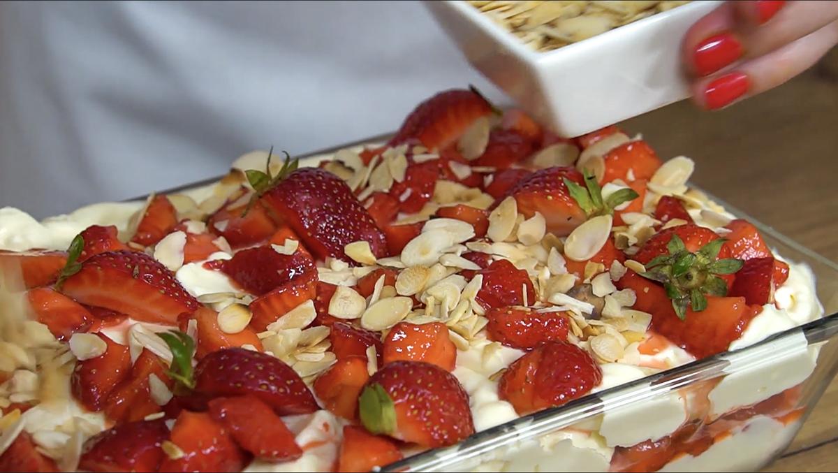 Dziś coś na słodko. Zapraszamy na tiramisu z truskawkami.