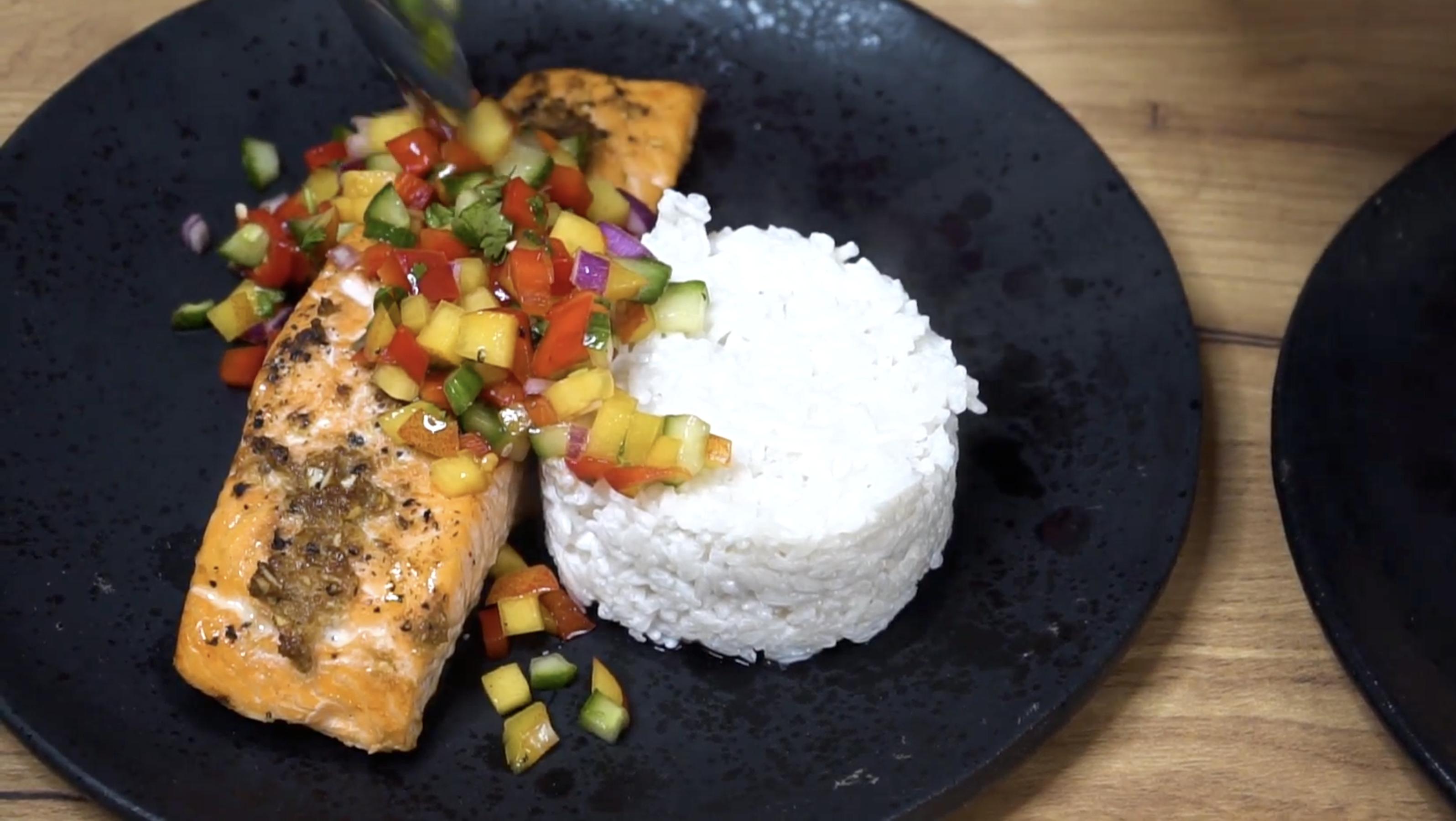 Pyszne i zdrowie danie obiadowe z marynowanym łososiem jak co niedziele w kuchni MaxElektro i Bosch proponuję Ola. Smacznego.