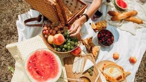 Co jeść latem? 10 owoców, które nie zawierają wody